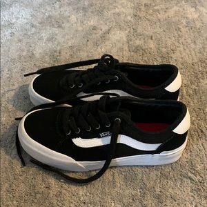 EUC lowtop tie black and white Vans. 🖤